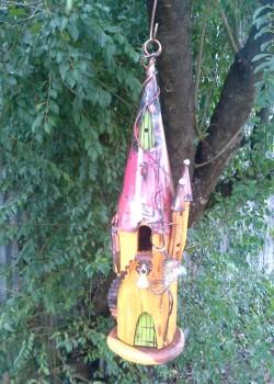 F05 Birdhouse